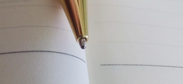 Sự thiếu chính xác trong thiết kế của bút gỗ