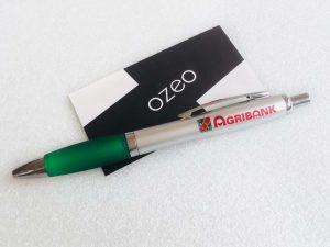 but bi nhua in logo Agribank