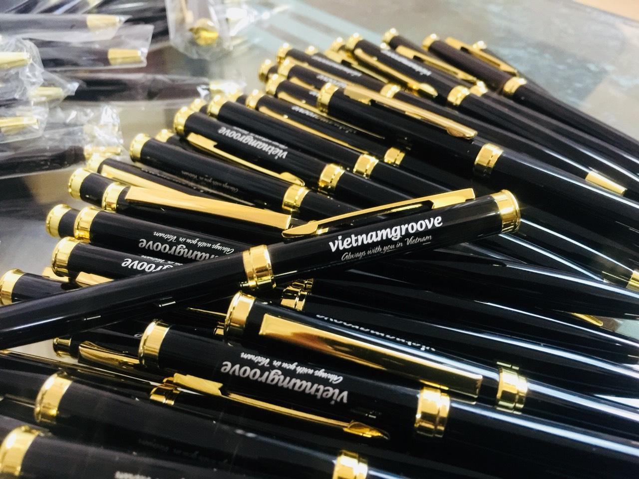 Bút kim loại BK191 khắc logo tên doanh nghiệp Vietnamgroove