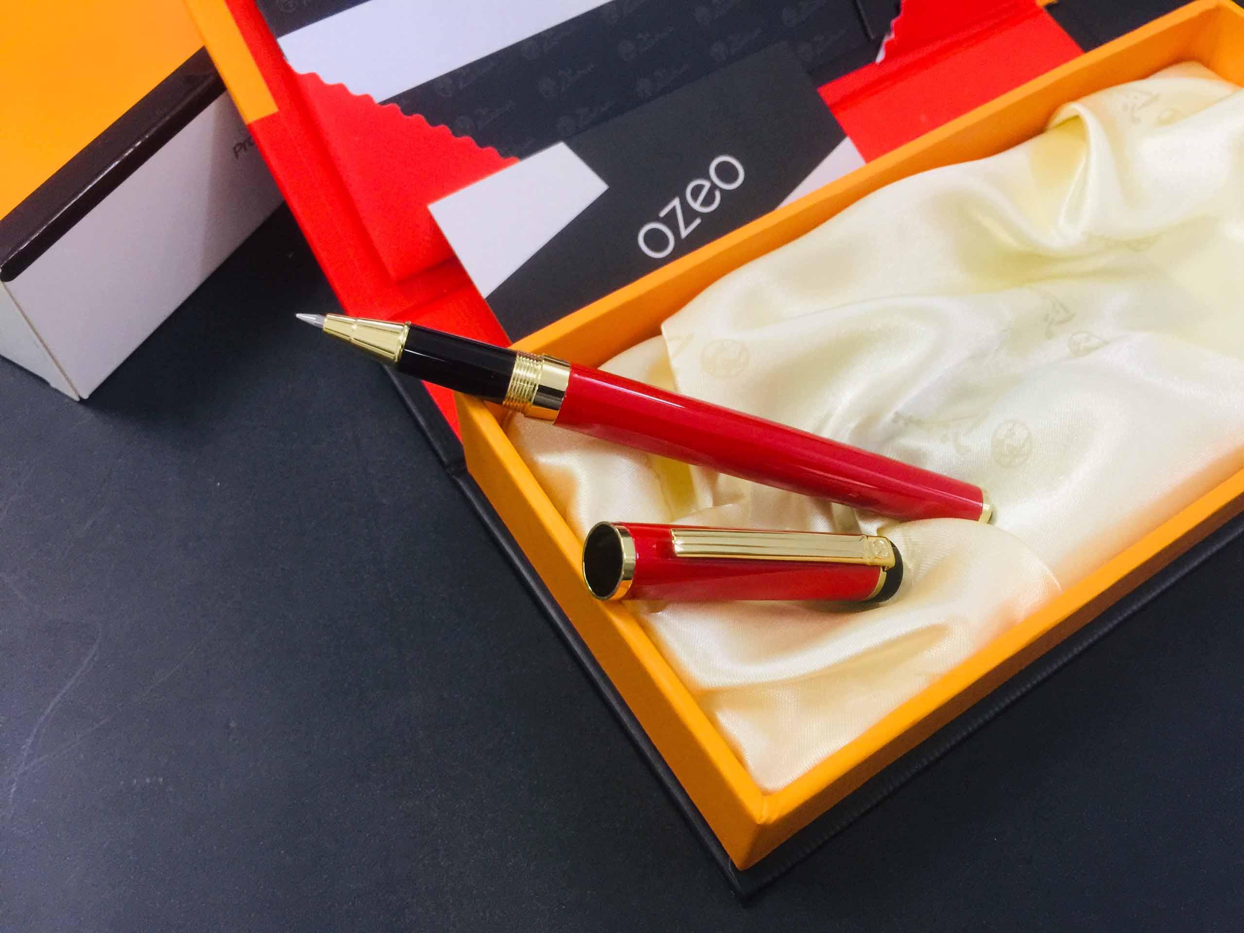 Bút ký Picasso 908 màu đỏ